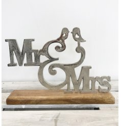 A beautiful Mr and Mrs sign with heart birds. A rustic style sign and fabulous sentiment gift item.