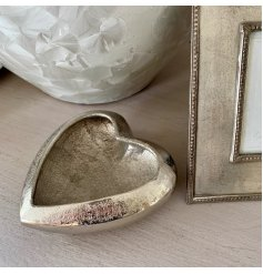 A stylish hammered heart dish decoration. A beautiful interior item with plenty of character and charm.