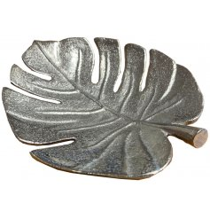 A fine quality decorative leaf decoration with a textured surface. An on trend interior accessory for the home.