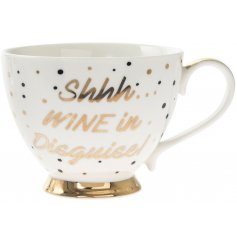 With its polka dot pattern, script quote and golden handle and footings, this mug is perfect for any avid wine enthusias
