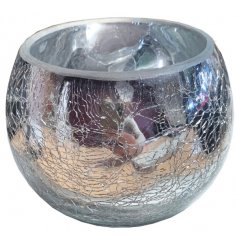 An attractive shiny silver t-light holder holder with a crackle finish. A beautiful interior accessory for the home.