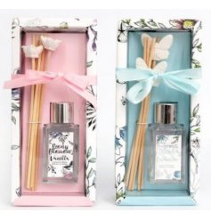 A mix of 2 beautifully scented reed diffuser sets, including clays. A floral and butterfly design is included.