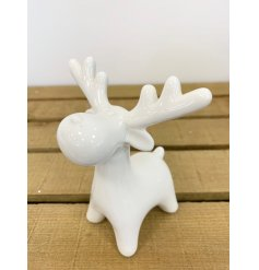 A simple yet chic ceramic reindeer decorated with a white tone and smooth glaze finish