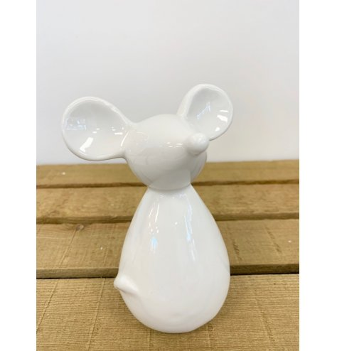 A simple yet charming ceramic mouse with large features for character.