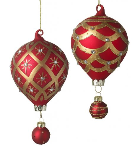 Luxury gold and red glass hot air balloon baubles in an assortment of 2 designs.