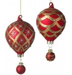Bring a traditional touch to your tree decor this Christmas with this beautiful mix of hanging glass baubles