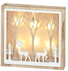 Bring a cozy glow to your home interior during Christmas with this beautifully decorated wooden plaque