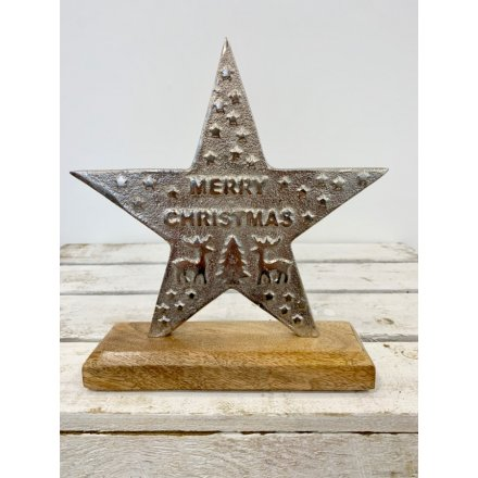 A chic aluminium star with a hammered Merry Christmas slogan and star design.