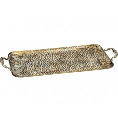 Bring a beautifully distressed feature to any home space or display with this rectangular metal serving tray