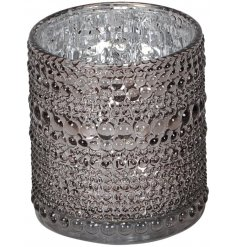 Set with its tinted grey tone, mottled silver centre and added beaded ridged decal