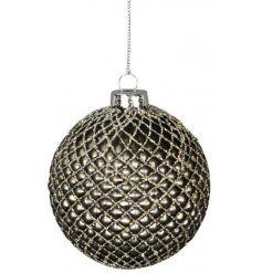Bring a beautifully elegant touch to your tree display at Christmas with this gorgeous smoked grey toned bauble