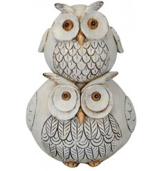 A cute and charming stacking owl ornament with a shabby chic finish. A lovely gift item and home accessory.