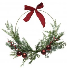 A charming decorative accessory that will compliment any home or front door at Christmas Time