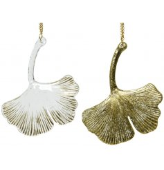 A chic glass gingko leaf in clear and gold colour assortments. Complete with a gold chain hanger.