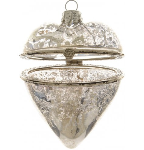 A stunning glass heart shaped pendant with a vintage inspired clasp.