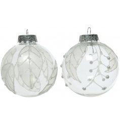 A mix of 2 pretty shatterproof baubles with a silver glitter leaf design.