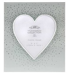 Add some sparkle and glamour to the home with this unique mirrored photo frame with heart shape and silver glitter