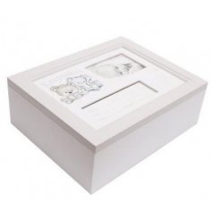 A charmingly neutral toned keepsakes box with an added photo space to keep hold of all those important memories