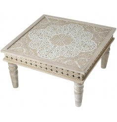 Set with its beautifully intricate mandala patterned top and added rustic wooden features