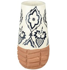 Add some character to the home with this beautifully patterned stoneware vase.