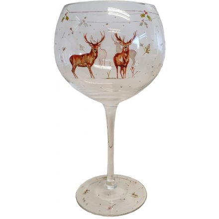 With its sweet sketched reindeer patterns and details, this elegantly decorated Gin glass will be sure to add a festiv