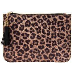 A lovely purse with a fashionable leopard print from the Wild Side range