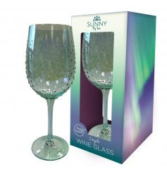 Decorated with a ridged dewdrop effect, this charming green tinted Wine Glass will improve any evening tipple for sure
