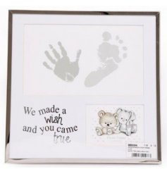 this picture frame will be sure to make a wonderful gift idea for any new family