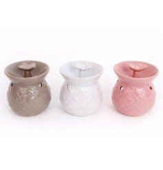 Waft the aroma of your chosen oil around your home with this practical ceramic oil burner