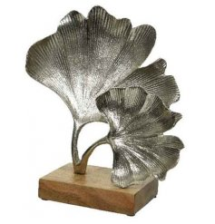 Attractive Gingko leaf ornament made from aluminium on a mango wood base. Measures approx 33 x 30 x 12 cm