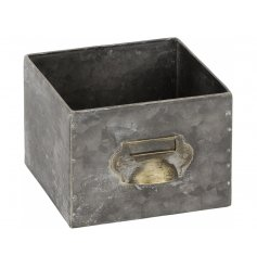 An on trend home accessory with an industrial aesthetic. Plant up or use as storage.