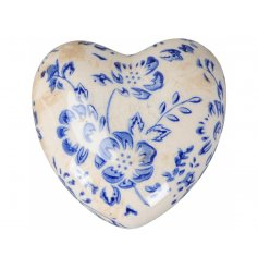 A beautifully subtle decorative heart inspired by French country design. A shabby chic, decorative accessory