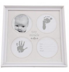 A beautiful sentiment gift item for new babies. Including ink image, photo frame and measurement details.
