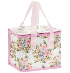 this fabric lunch bag will be sure to bring a Vintage look to any lunch break