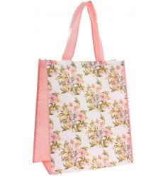 Part of the beautiful Lily Rose range, this delicately decorated shopping bag also features pretty blush pink edges