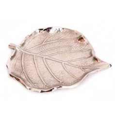 Aluminium silver coloured trinket dish shaped to resemble a leaf. Measures approx 12.5 x 11 x 1 cm
