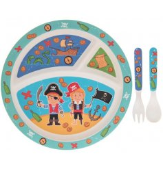 Make meal times fun with this colourful and cute Pirates dinner set with sectioned plate, spoon and fork.