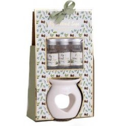 This sweetly scented set of essential oils and heart cut oil burner is part of a delightful new range of Festive Homewa
