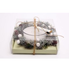 This sweetly scented candle pot with a matching foliage decal surround is part of a delightful new range of Festive Hom