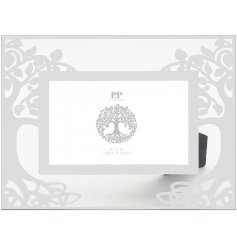Decorated with a beautiful Tree Of Life decal, this charming photo frame will be sure to add a glitzy feature to any ho
