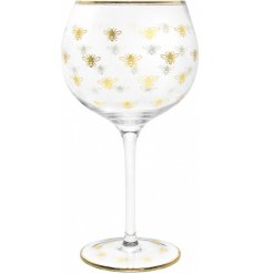Decorated with a golden bee decal, this sleek Gin Glass will be sure to place perfectly in any kitchen or dining room