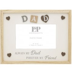 Complete with a natural wooden charm, this picture frame features a sentimental scripted text decal