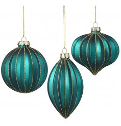 Perfect for adding a hint of Luxe to any theme, this gorgeous set of Aqua blue toned glass baubles are a must have