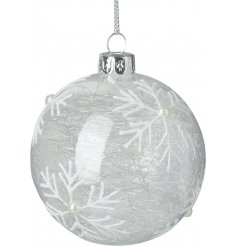 Decorated with a pretty snowflake pattern and spun glass centre