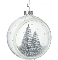 With added glittery accents, this delicate and beautiful bauble will place perfectly in any Glitz themed tree