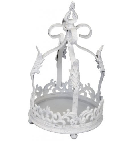 A rustic antique metal crown with a distressed finish. Perfect for displaying plants, baubles and decorations.