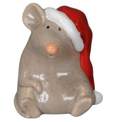 A charming ceramic mouse decoration that will be sure to tie in with any natural or rustic woodland inspired setting