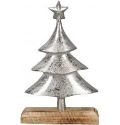 A rough inspired decoration that will be sure to add a Rustic Charm to any home space during Christmas