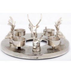 Perfect for any table centre, a Round Tlight Ring with added Stag Head features in a luxe silver tone