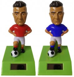 A pair of head bobbing Footballer Solar Pals in a mix of blue and red shirts